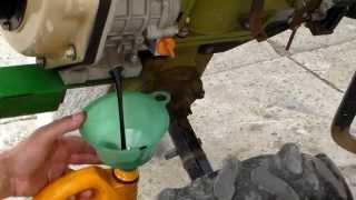 Замена масла двигателя дизельного мотоблока(Мотоблок и все к нему https://www.youtube.com/watch?v=nnh3hMdz0ak&list=PL6zZnMvY4jf-sr3_9I-S4eQSiSlYc_Pj7 Ремонт и обслуживание мотоблока ..., 2013-06-27T15:24:38.000Z)