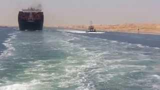 حصريا  : عمال قناة السويس والكراكات يهتفون تحيا مصرخلال عبور أول سفينة 25يوليو2015