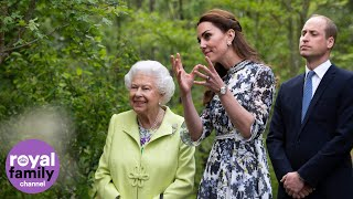 The Queen has visited the Chelsea Flower Show to see the garden designed by the Duchess of Cambridge.   Wearing a light green coat, the monarch inspected other gardens at the flower show before heading towards the one created by Kate.  Report by Matt Blair.  #QueenElizabeth #ChelseaFlowerShow #Royal