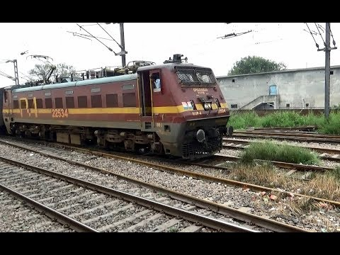 INDIAN RAILWAYS Sitamarhi-Anand Vihar Licchavi Express pulls out of Sahibabad with WAP4 #22534 power