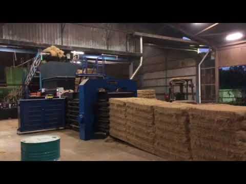 Automatic palm fiber baler machine