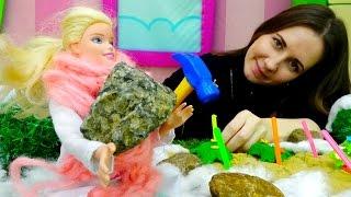 Игры для девочек: Барби делает теплицу своими руками