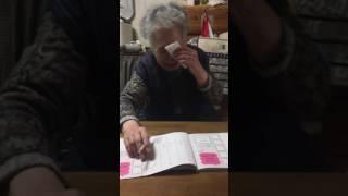 うんこ漢字ドリルを勉強する93歳のばーやん。ちょっと間違えてる.