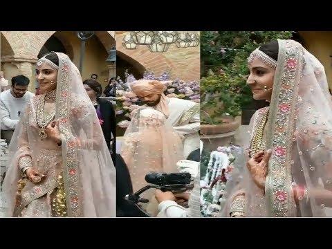 Anushka Sharma Beautiful Entry Into Wedding Hall With Virat Kohli | #Virushka wedding