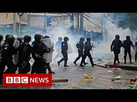 Riot police deployed in Guatemala after protesters breach Congress - BBC News