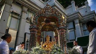 Ξανά στο κέντρο της Μπανγκόκ το άγαλμα του Βράχμα