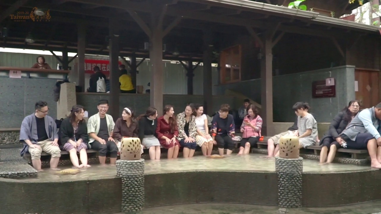 Hot Spring Flash Mob Dance