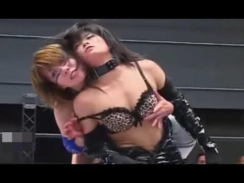 【WWE DIVA】Asuka takes off her opponent's costume and touches the breast! thumbnail