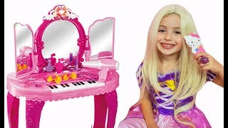 Dominika pretend play make up toys