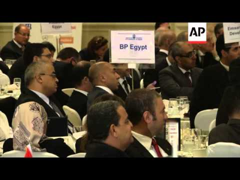 Egypt's prime minister highlights development projects at business meeting