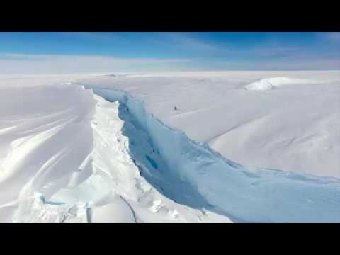 Ice crack to put UK Antarctic base in shut down