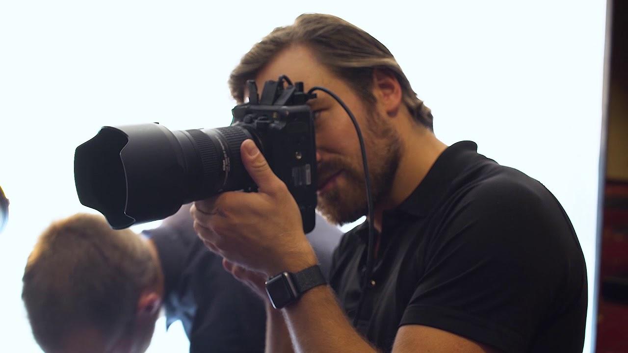 Felix Kunze shooting portraits with the ELB 500 TTL