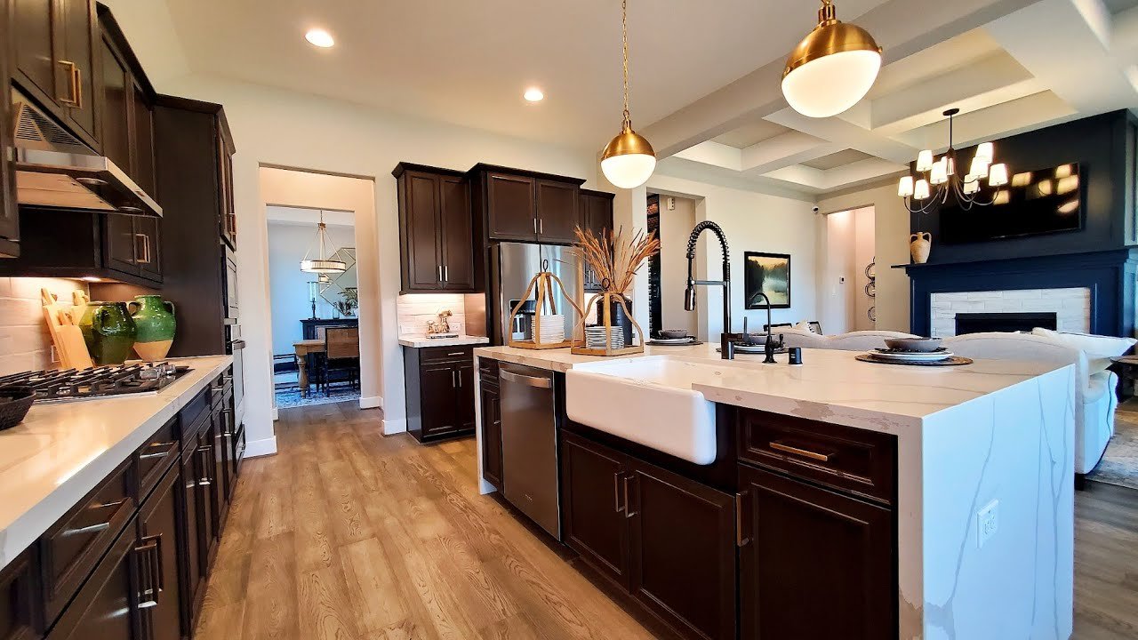 What house can I build for 350k - 375k. Texas Real Estate. Ashton Woods Kerrville. Texas House Tour.