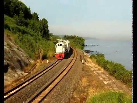 Pesona perlintasan kereta api pantai plabuan