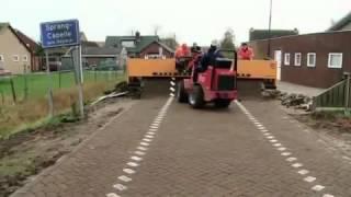 Машинная укладка тротуарной плитки(В данном видео показана технология машинной укладки тротуарной плитки в Германии. . О компании Snab2burg: Компа..., 2015-09-23T15:12:35.000Z)