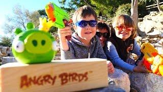 Игры Angry Birds в реальности. Бластеры и шоколадные яйца.