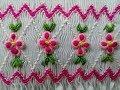 Bordado nido de abeja con flores en puntada rococó con pétalos redondos