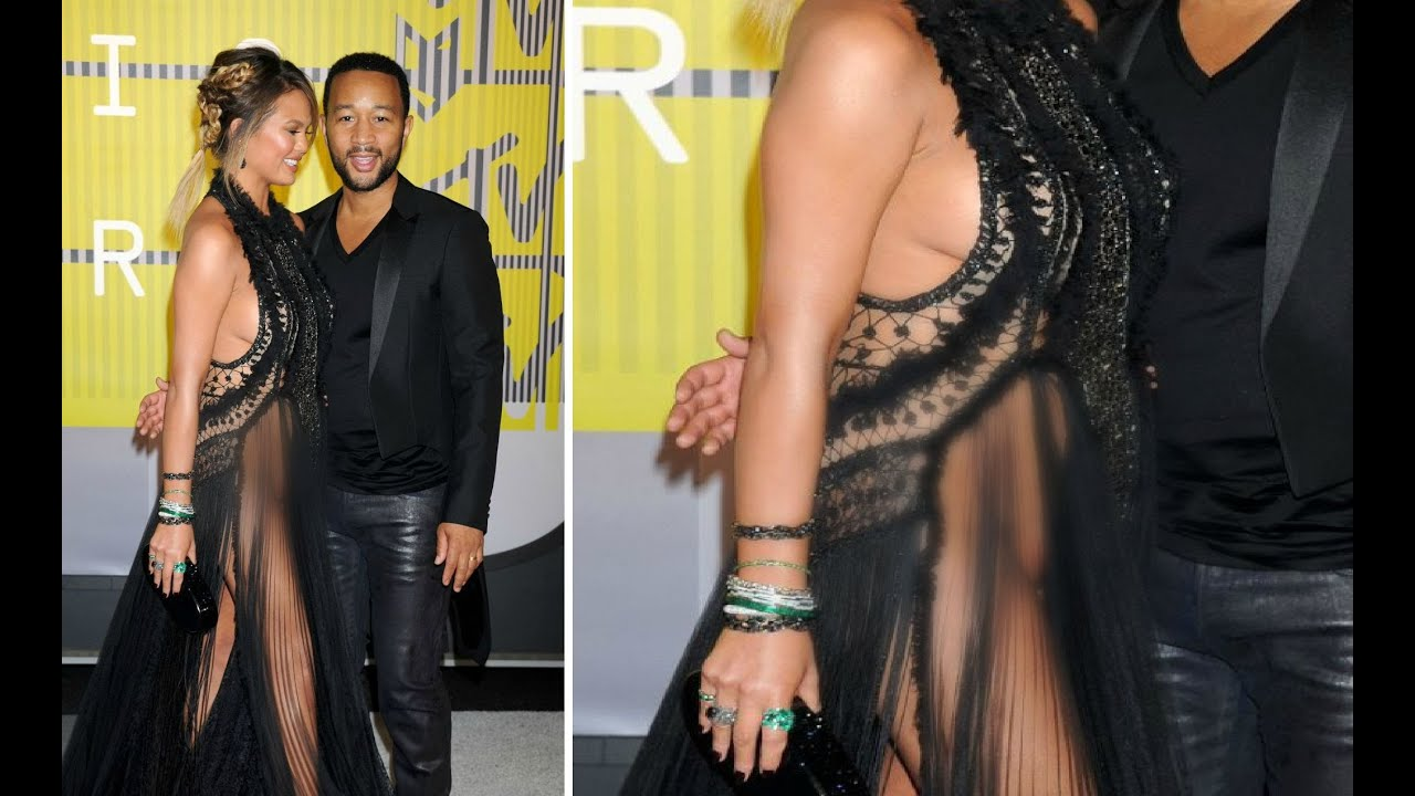 Chrissy Teigen Wardrobe Malfunction At MTV Video Music Awards 2015 ...