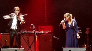 Andrew Bird & Fiona Apple - Left Handed Kisses - Live @ The Ac…