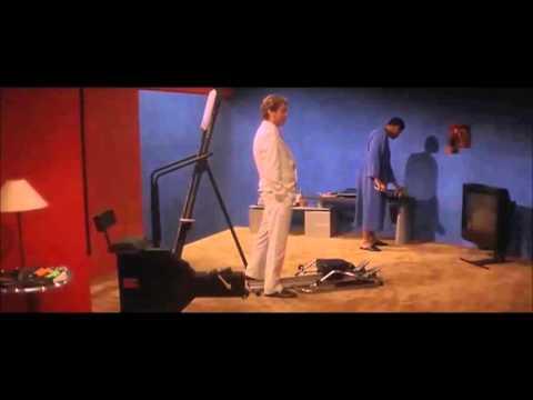 Lháři (Bad Company) 1995 - holící scéna