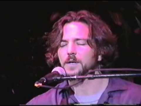 Eddie Vedder (Pearl Jam) - I am a patriot (live)