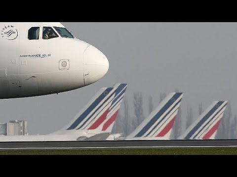 France: Second day of strikes causes air-travel chaos