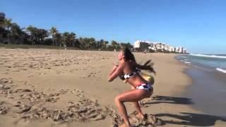 Sexy Girls Jump Squat Contest at Beach    سكس عربي لممثلة مشهورة جداا جدا ع البحر
