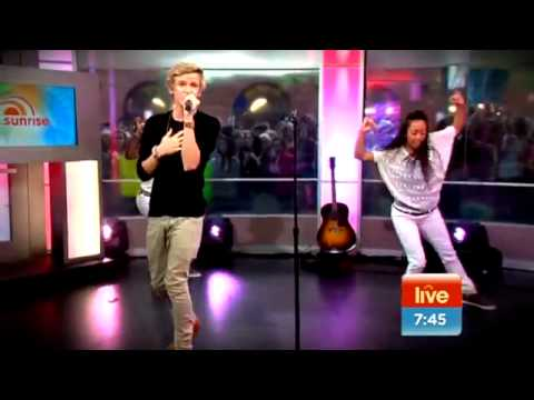 Cody Simpson sings On My Mind Sunrise, Australia 4 10 11www savevid com