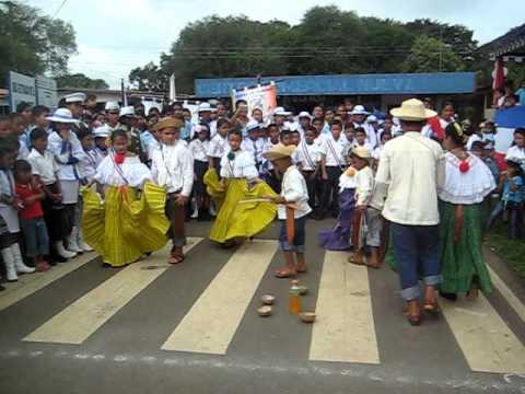 niños bailando típico panameño MVI_2481.AVI - YouTube