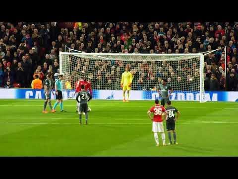 Daley Blind penalty v Benfica [31.10.2017]