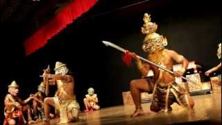 Yak Sva : GIANT & MONKEY Traditional Khmer dance
