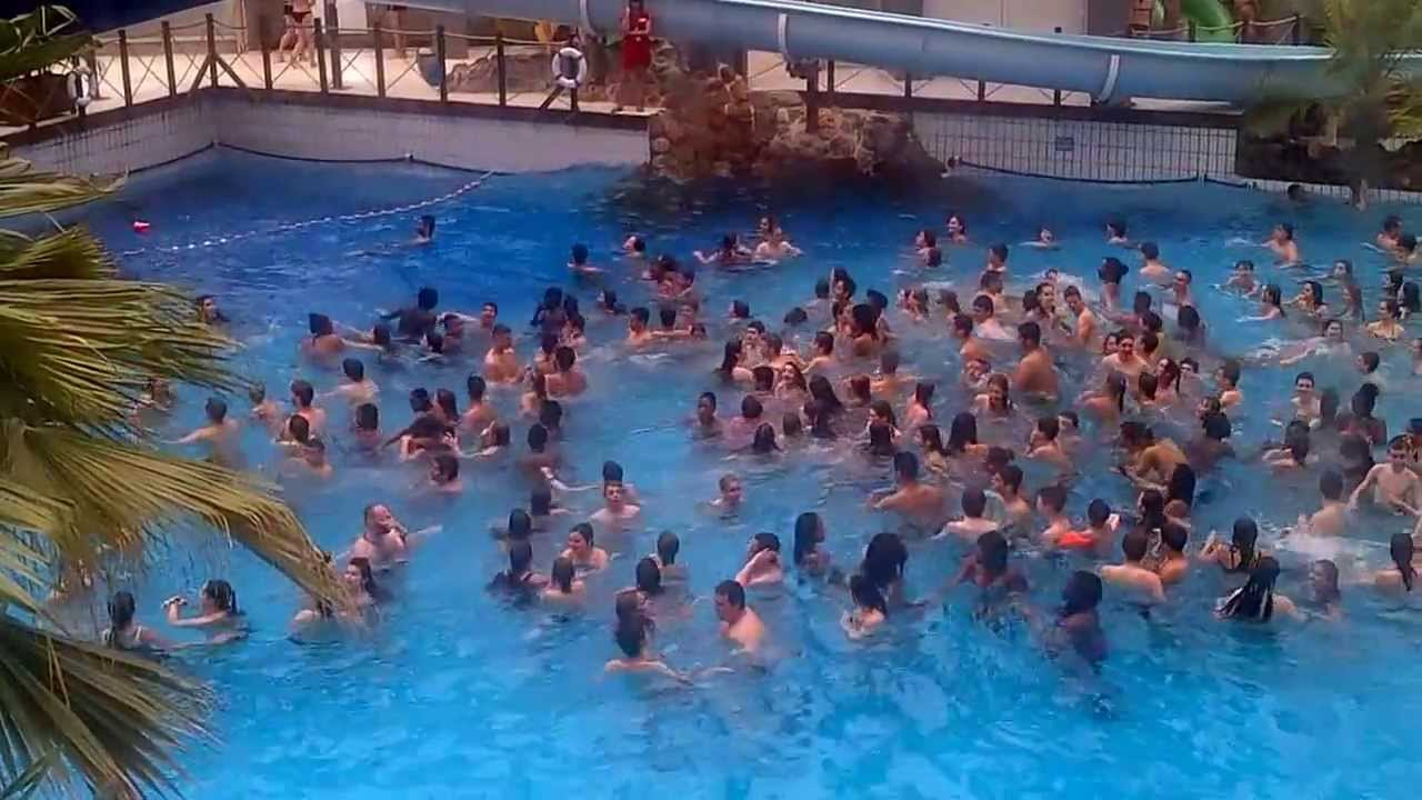 Aqua boulevard paris vagues youtube for Piscine aquaboulevard