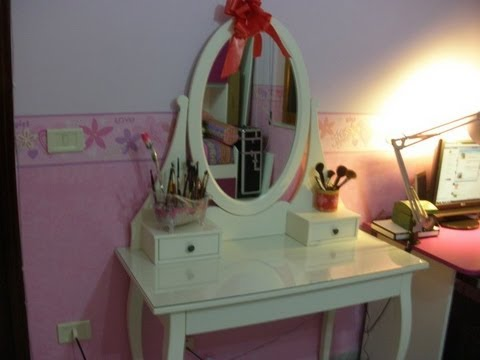 My Make up Table! - YouTube