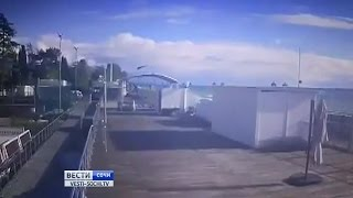 Момент падения вертолета в Сочи попал на видео(http://vesti-sochi.tv., 2016-11-01T18:25:45.000Z)