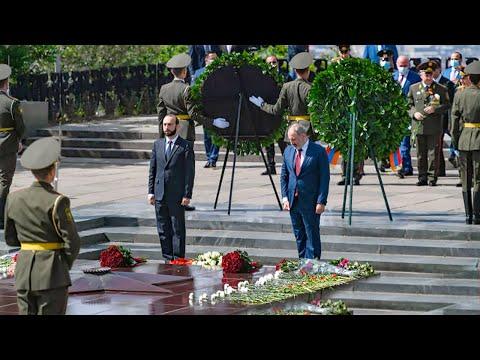 День Победы в Армении. Никол Пашинян возложил цветы к Вечному огню в Ереване