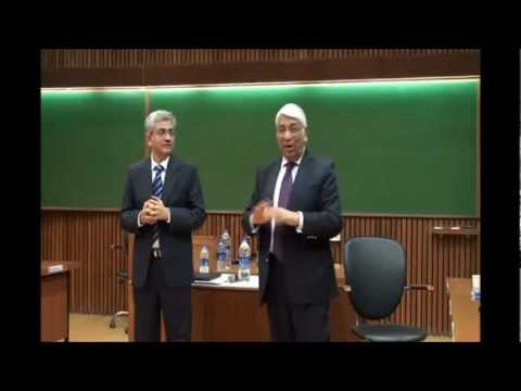 How are interviewees judged when they can't answer a question - Dr. Agarwal & Mr. Kasi at IIM-A