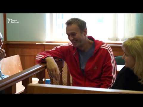Навального оставили под