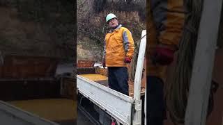 鴨居長太郎、雨の中、必死で仕事に励みました。