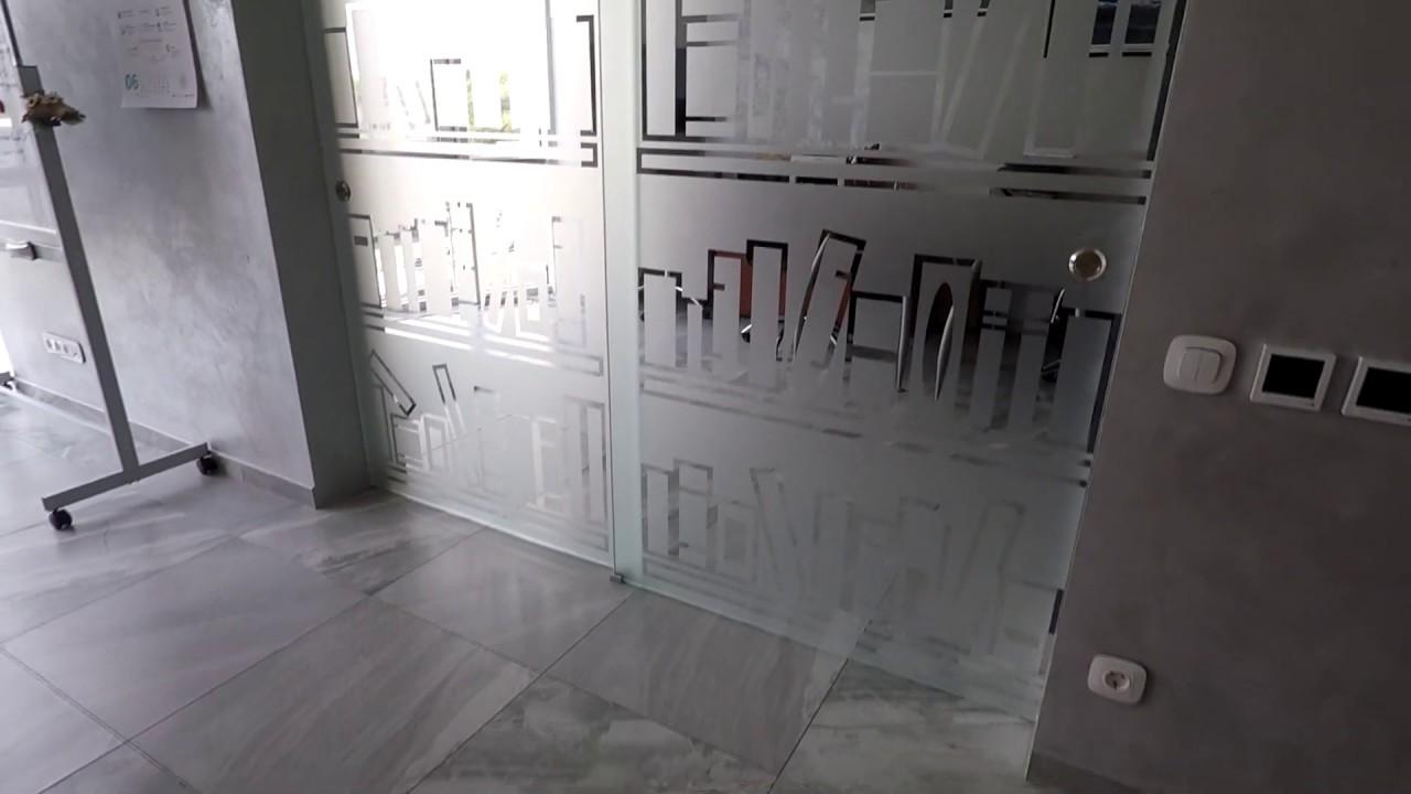 Перегородка из стекла. Раздвижные стеклянные перегородки в офис с рисунком. Офисные перегородки Киев