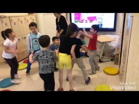 Etki Okulları  - Ay Sınıfımızın İngilizce Dersindeki Eğlencesi Bakılmaya Değer :)