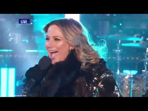 Sugarland Returns to National TV to perform a medley of their hits on NYE