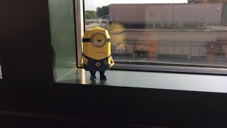 Minion papercraft: hand in pocket
