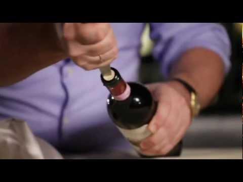Как можно открыть вино без штопора видео