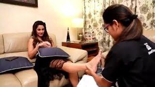 Hina Khan hot feet massage through UrbanClap services