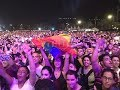 لحظة رفع علم المثلين الجنسيين فى حفل التجمع الخامس فرقة مشروع ليلى وغضب صارم