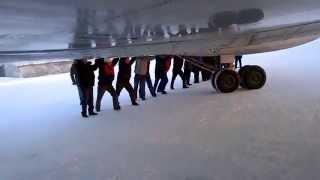 Угадай страну по видео, русские толкают самолет ту 134