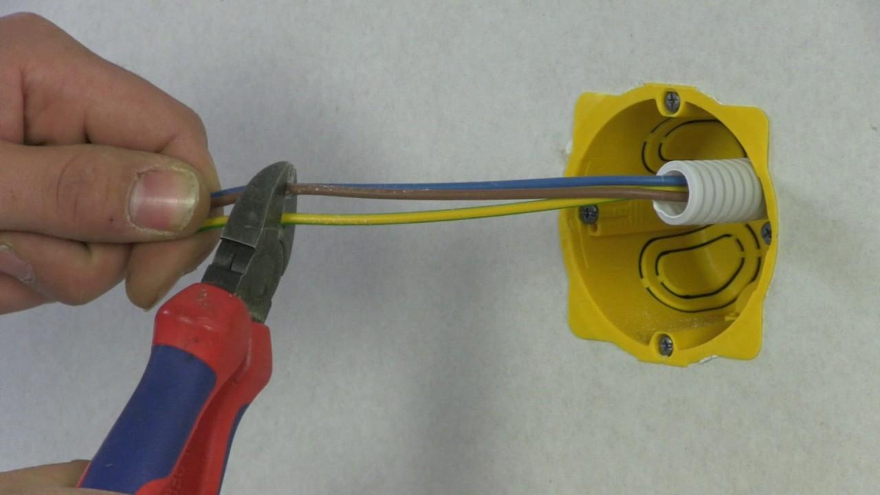 Boite Cache Prise Electrique installer une prise électrique dans une plaque de plâtre