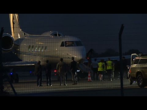 Obama family lands at Avignon airport for holiday | AFP