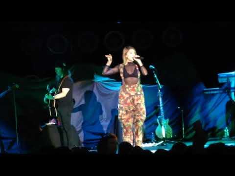 Julia Michaels - Uh Huh (Cologne 19.April 2018)