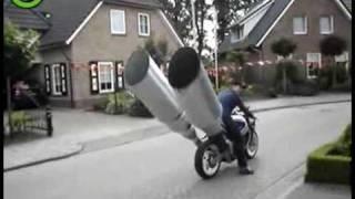 Mega pot d'echapement moto, Big exhaust pipe on a bike ,Tubo de escape grande en una motocicleta HQ